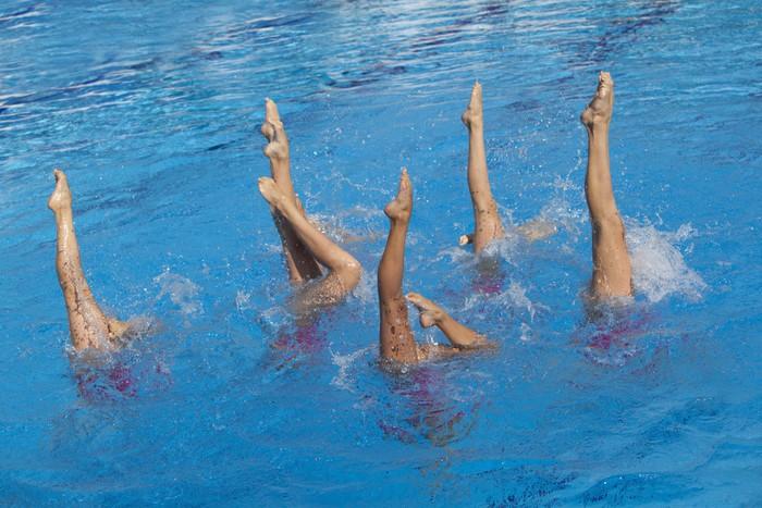 Vinylová fototapeta Synchronizované plavci pohyb nohy - Vinylová fototapeta