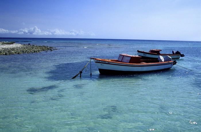 Vinylová Tapeta Fischerboot nahe dítě beach, aruba - Prázdniny