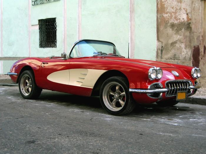 Vinylová Tapeta Staré sportovní auto v Havaně - Kuba