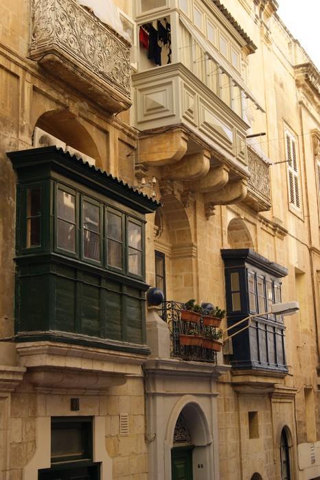 Vinylová Tapeta Мальта. Фасад дома с балконами. - Evropa
