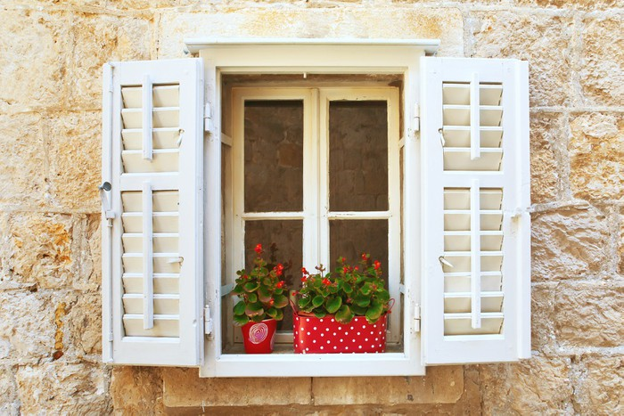 aufkleber old shutter fenster mit blumen montenegro. Black Bedroom Furniture Sets. Home Design Ideas