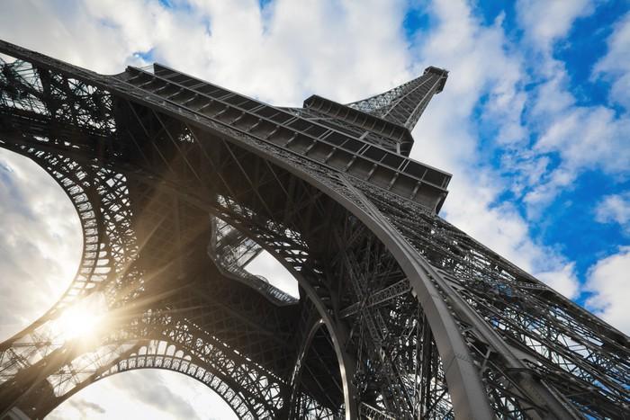 Vinylová Tapeta Eiffelova věž v Paříži se širokým úhlem záběru - Evropská města