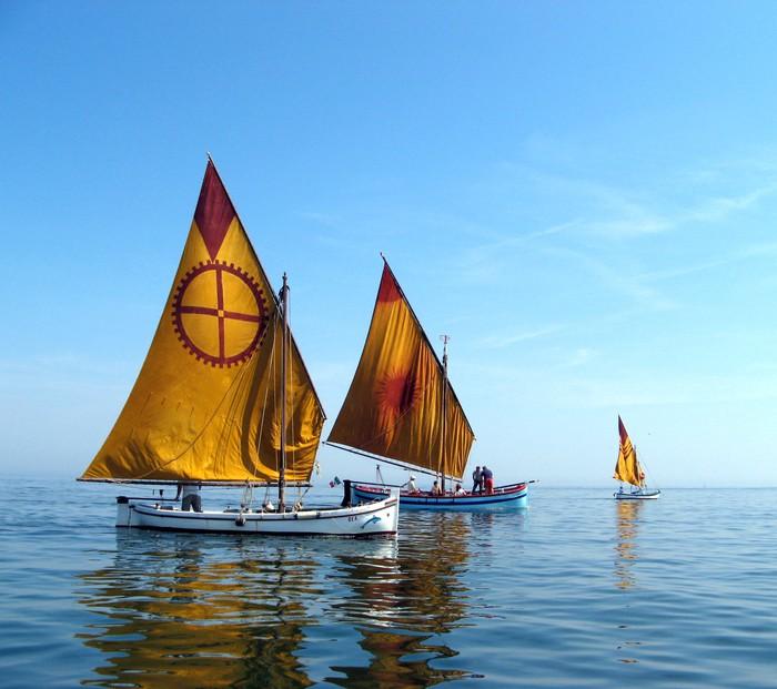 Vinylová Tapeta Dvě restaurované lodě - Vodní sporty
