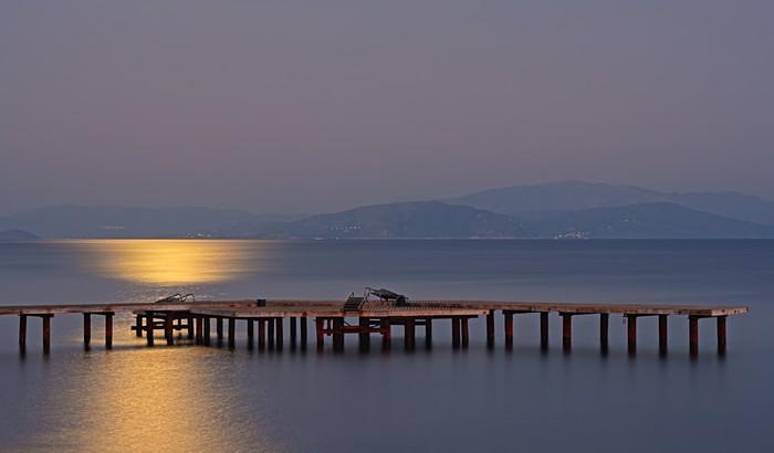 Vinil Duvar Kağıdı Mehtap ahşap iskele üzerinde uzun pozlama - Su
