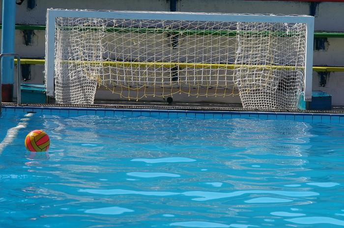 Fototapete wasserballtore und ein ball in blauen for Swimming pool aufkleber