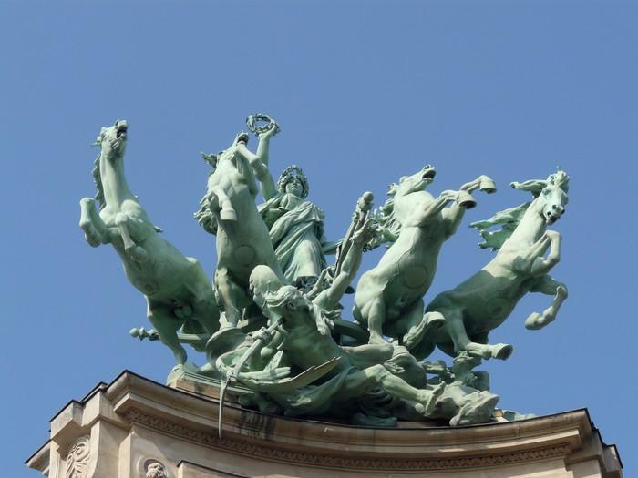 statues équestre du grand palais à Paris Vinyl Wallpaper - Monuments