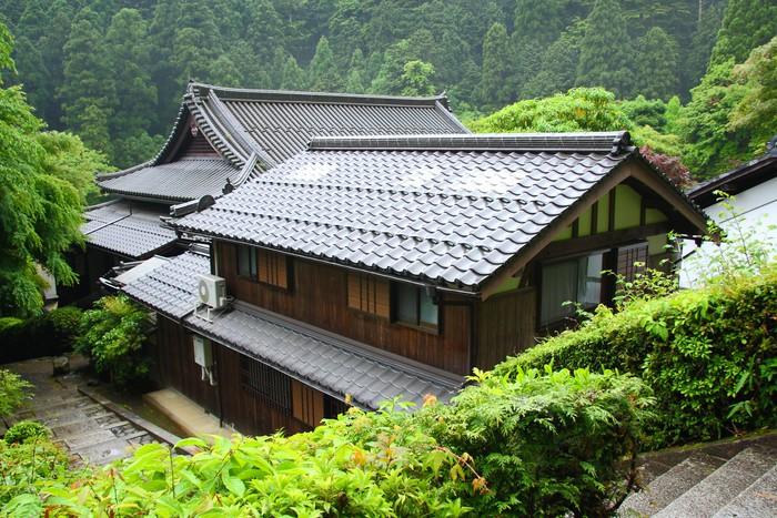 Carta da parati tradizionale casa giapponese nelle for Casa giapponese tradizionale