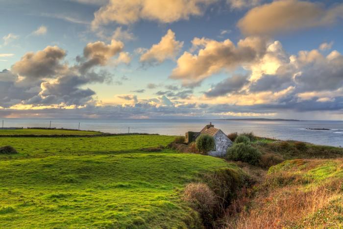 Vinylová Tapeta Irský chalupa v blízkosti oceánu při západu slunce - Nebe