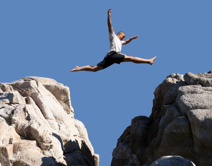 Tableau sur Toile Garçon sautant par-dessus les montagnes - Thèmes