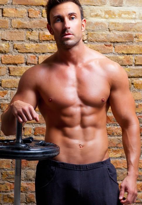 Fototapete Muskel-Körper Mann mit Gewichten auf Backsteinmauer ...