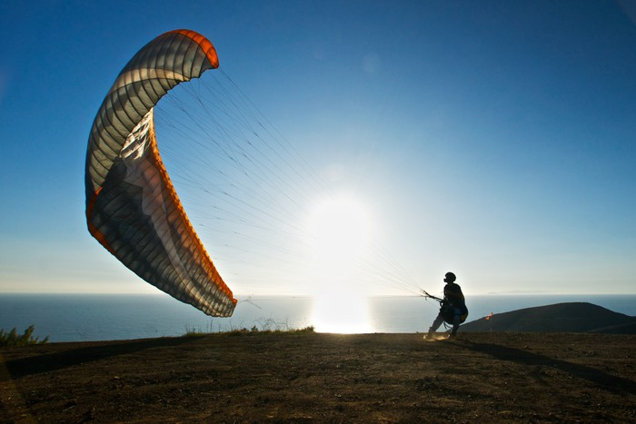 Vinylová Tapeta Paraglidingové Preps na spuštění - Extrémní sporty