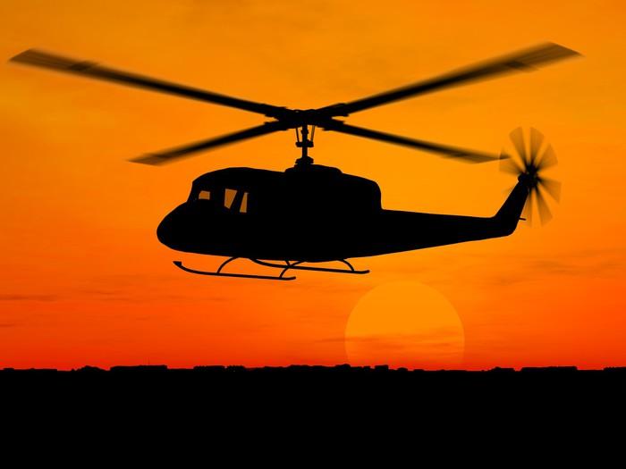 Vinylová Tapeta Vrtulník 3d armáda přes oranžovou oblohu - Témata
