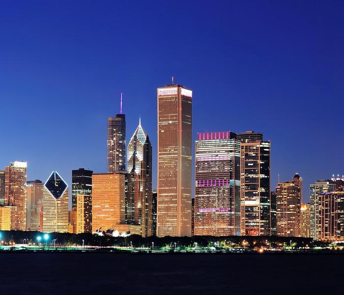 Vinilo Pixerstick Horizonte de Chicago en la oscuridad • Pixers ...