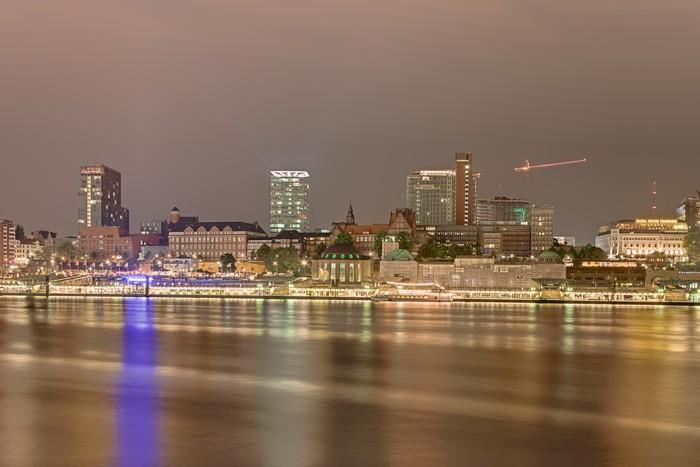Vinylová Tapeta Skyline v noci v Hamburku - Evropa