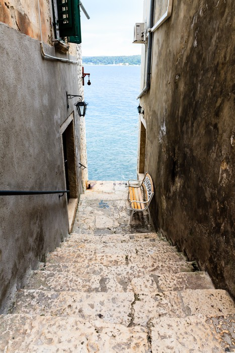 fototapete schmale treppe zum meer in rovinj kroatien pixers wir leben um zu ver ndern. Black Bedroom Furniture Sets. Home Design Ideas