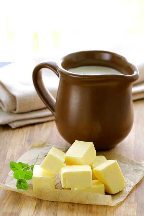 Nálepka Pixerstick Čerstvé žlutá máslo na dřevěný stůl - Jídla