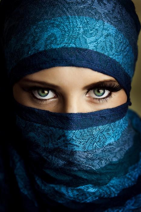 Niqab arabic girl is very horny 2