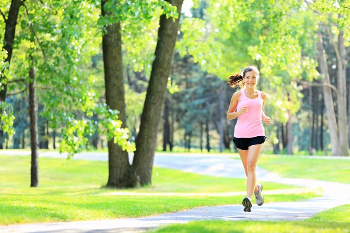 Vinylová Tapeta Jogging žena běh v parku - Témata