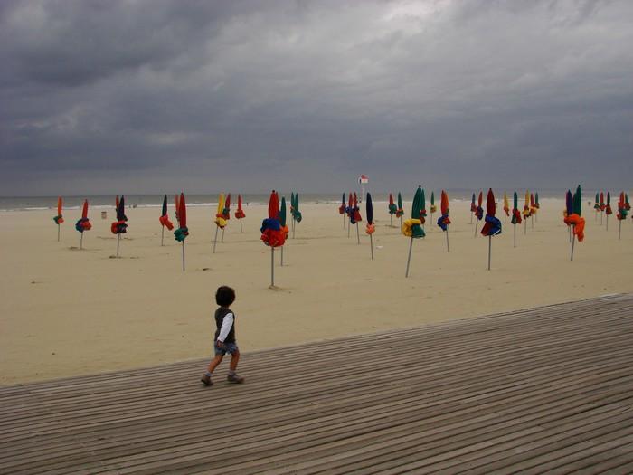 Vinylová Tapeta Enfant sur les palubky de Deauville - Prázdniny