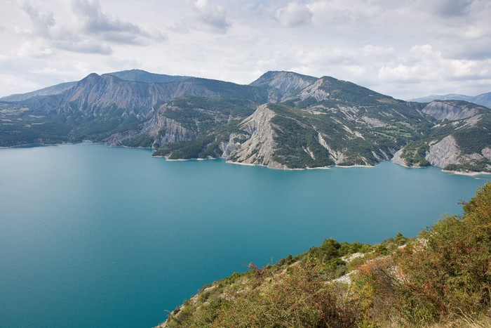 Vinylová Tapeta Au-dessus du Lac de Serre Pinçon - Prázdniny
