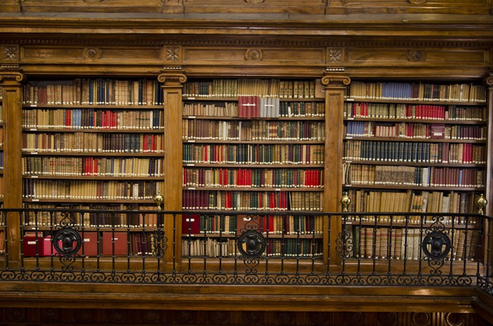 papier peint magnifique biblioth que de livres et de manuscrits anciens pixers nous vivons. Black Bedroom Furniture Sets. Home Design Ideas