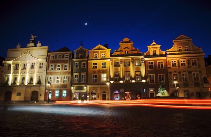 Nálepka Pixerstick Kamienice i księżyc na Starym Rynku w Poznaniu 3 - Témata