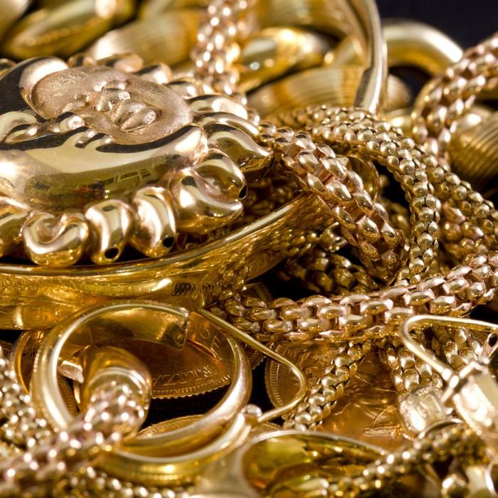 Carta da parati gioielli oro collane anelli bracciali for Carta da parati oro
