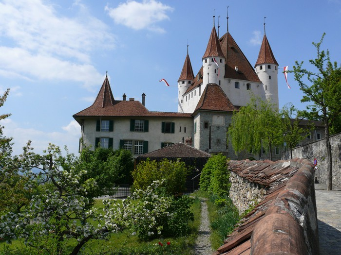 Vinylová Tapeta Thun Castle - Evropa