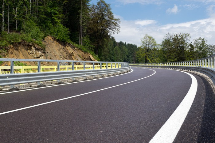Vinylová Tapeta Asphalt klikatých horských silnice v kopcích na Slovensku - Témata