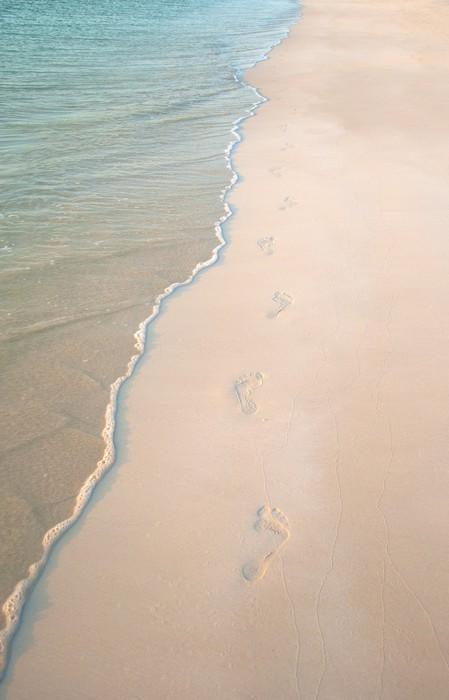 Vinylová fototapeta Stopy na pláži písek - Vinylová fototapeta