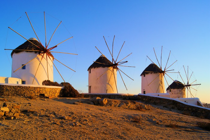 Vinylová fototapeta Tradiční řecké větrné mlýny při západu slunce, Mykonos, Řecko - Vinylová fototapeta