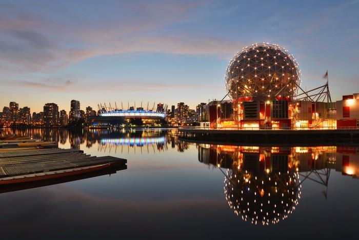 Vinylová Tapeta Vancouver Svět vědy a BC Stadium v noci - Město