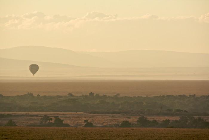 Vinylová fototapeta Horkovzdušný balón přes Masai Mara - Vinylová fototapeta