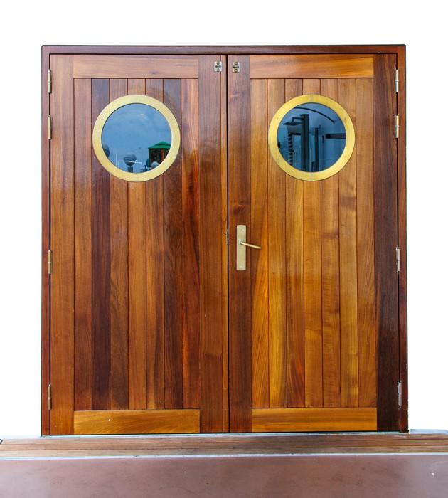 fototapete t r auf dem schiff pixers wir leben um zu. Black Bedroom Furniture Sets. Home Design Ideas