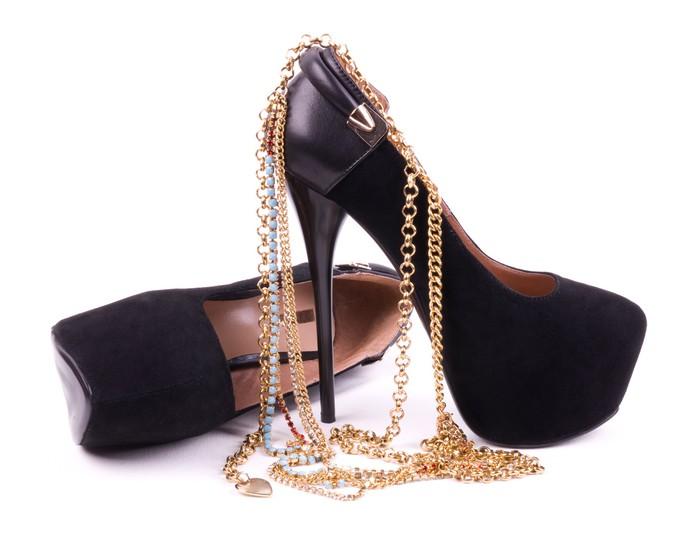 papier peint sexy chaussures la mode des bijoux d 39 or pixers nous vivons pour changer. Black Bedroom Furniture Sets. Home Design Ideas