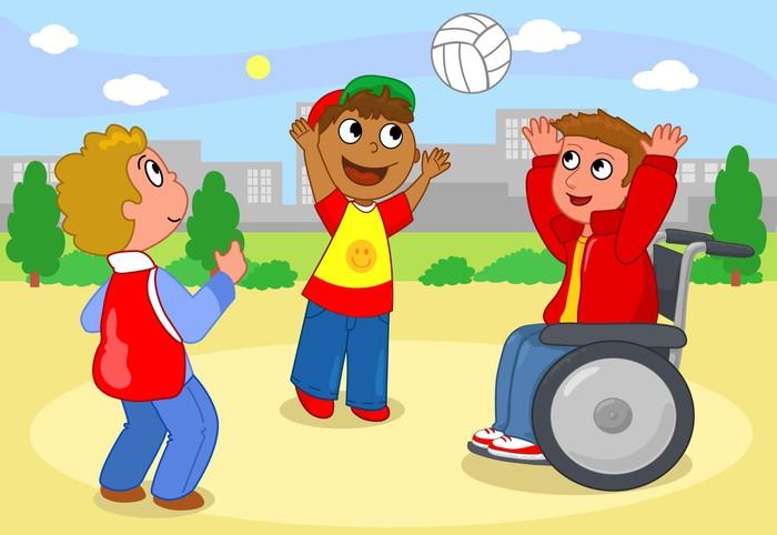 Dwoje dzieci gry w siatkówkę z chłopcem na wózku inwalidzkim.