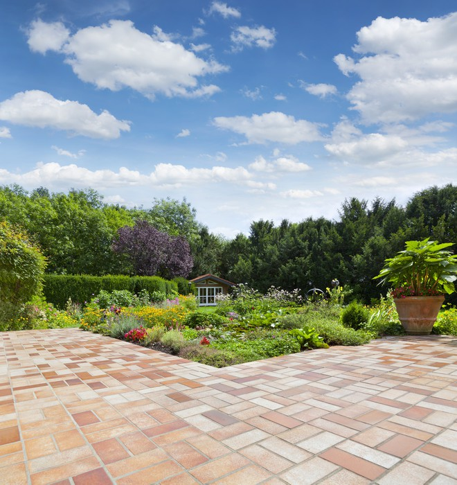 Gartenanlage mit Teich und Terrasse Wall Mural • Pixers® • We live ...