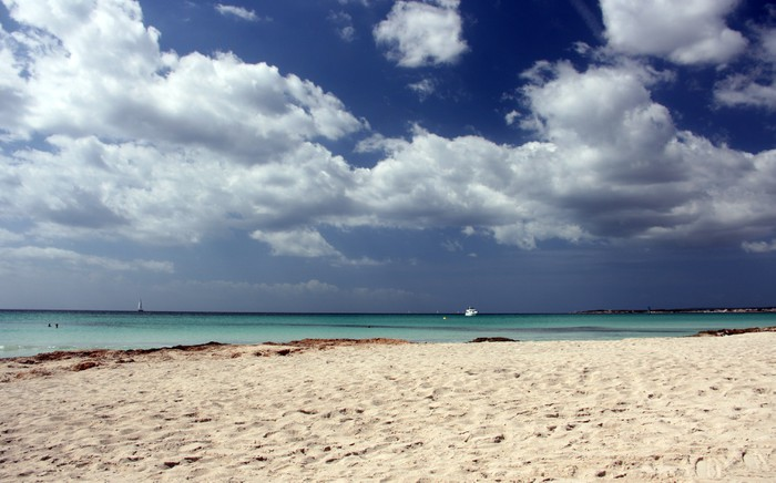 Vinylová Tapeta Na pláži Ses Covetes na Mallorce - Prázdniny
