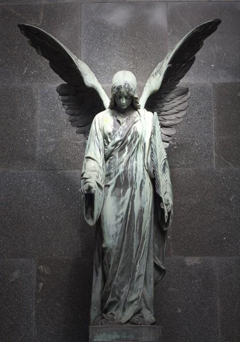 Fototapeta Winylowa Pomnik starego anioła na cmentarzu w Warszawie - Budynki użyteczności publicznej