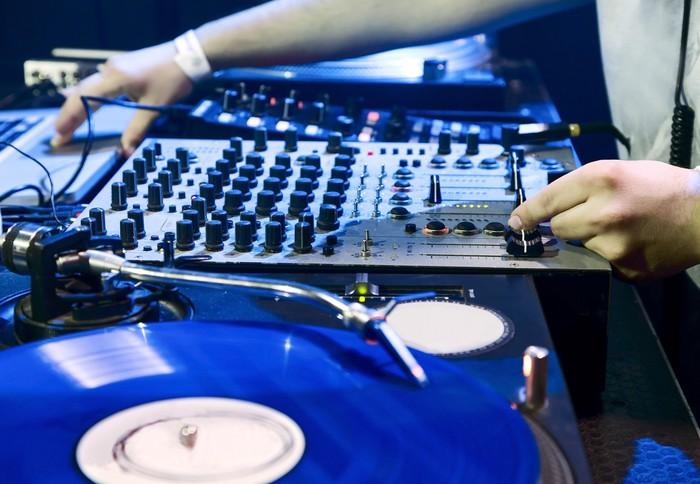 Vinylová Tapeta DJ hraje stanovené v vinyl přehrávač - Zábava