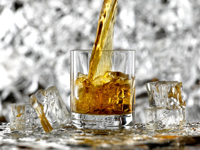 fototapete whisky pixers wir leben um zu ver ndern. Black Bedroom Furniture Sets. Home Design Ideas