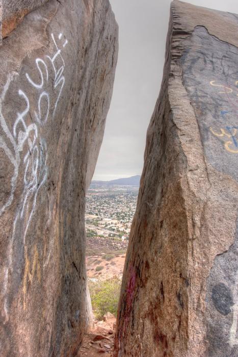 Vinylová Tapeta Mountaintop pohled na mraky, a okraje mezi Splitem balvany - Nebe