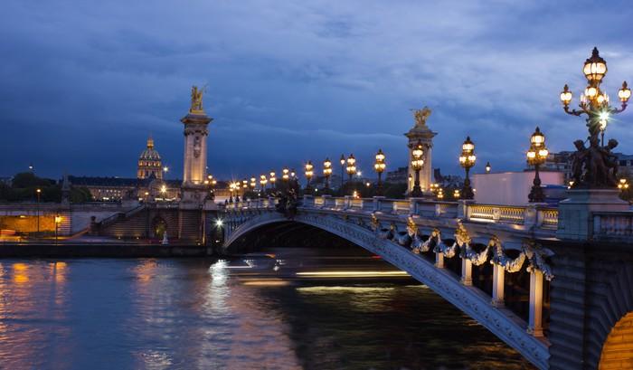 Vinylová Tapeta Alexander třetí most a Seine se zlatou kopulí Invalidovna - Evropská města