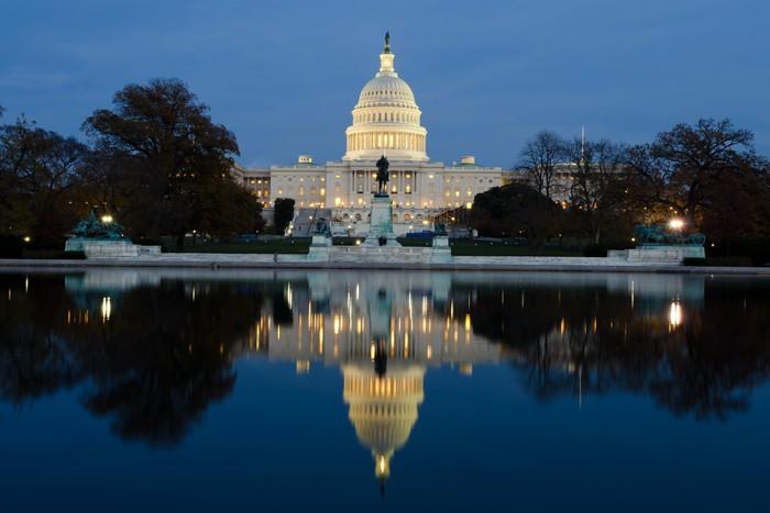 Nálepka Pixerstick Pohled na Kapitolu ve Washingtonu DC dne za soumraku - Památky