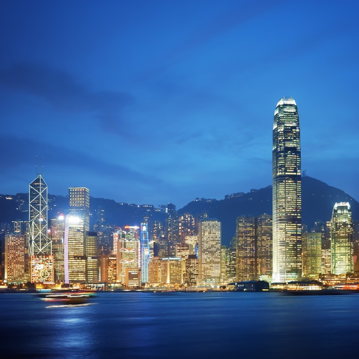 Vinyl-Fototapete Hong Kong, Victoria Harbor in der Nacht. - Asiatische Städte