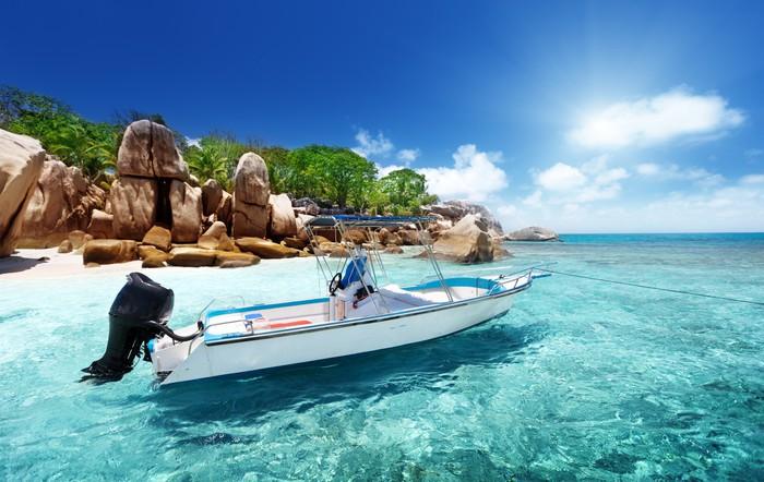 Vinylová Tapeta Rychlost lodi na pláži Coco Island, Seychely - Voda