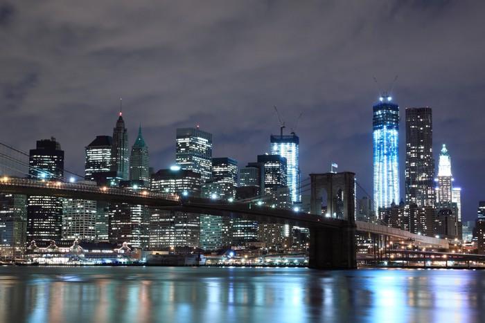fototapete brooklyn bridge und manhattan skyline at night new york city pixers wir leben. Black Bedroom Furniture Sets. Home Design Ideas