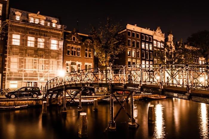fototapete amsterdam bei nacht niederlande pixers wir leben um zu ver ndern. Black Bedroom Furniture Sets. Home Design Ideas