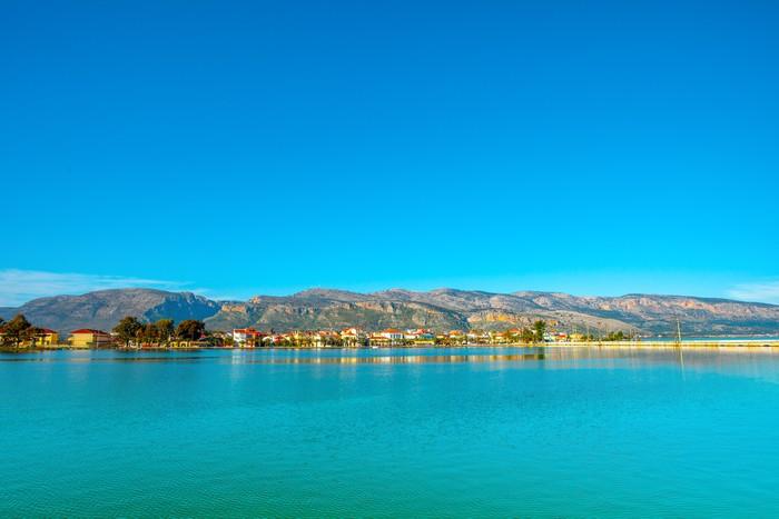 Vinylová Tapeta Řecko, Krásné moře s výhledem na jezero s zelené vody Aitoliko v C - Evropská města