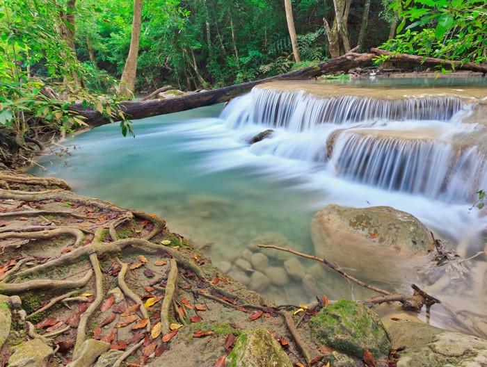 Vinylová Tapeta Krásný vodopád v národním parku v Thajsku - Asie